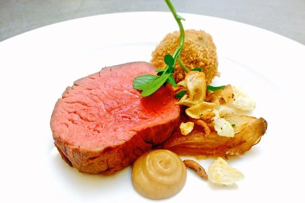 beef' fillet, Hash, onion caramel textures, rich beef jus poured separate'